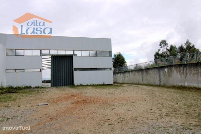 Armazém com 900 m2 na zona Industrial de Avintes