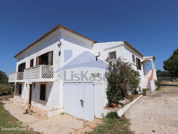 Quinta T5 com 1360m2 de terreno em Alcantarilha, Silves