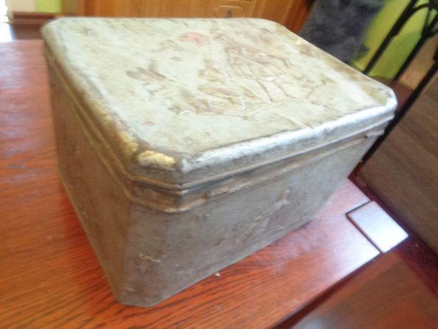 stare pudło skrzynka ze scenkami metalowe
