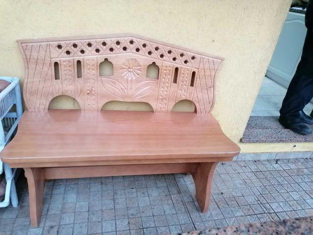 banco de madeira em bom estado