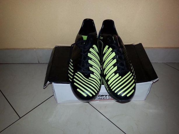 Sprzedam buty piłkarskie rozmiar 44