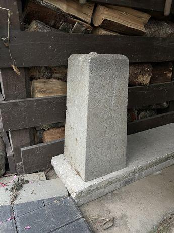 Postument betonowy fundament 45 cm