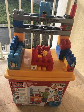 Oficina de trabalho e peças de lego para criança apartir dos 3 anos