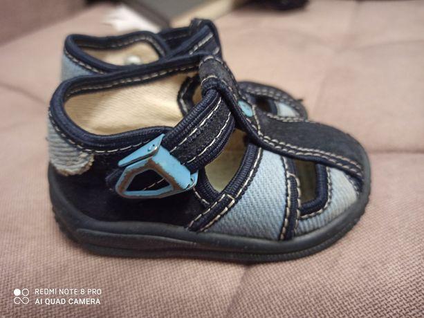Buciki, sandały,