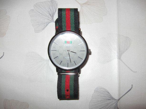 Zegarek Damski Logowany Pasek