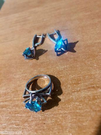Продам серебряный набор с голубым камнем! Серьги и кольцо!