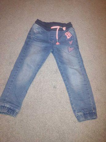 Jeansy dla dziewczynki 104 SMYK