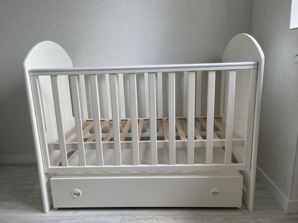 Продам детскую кроватку и комод Верес