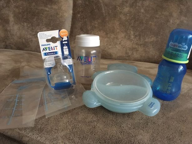 Пляшечки та тарілочка для малюка