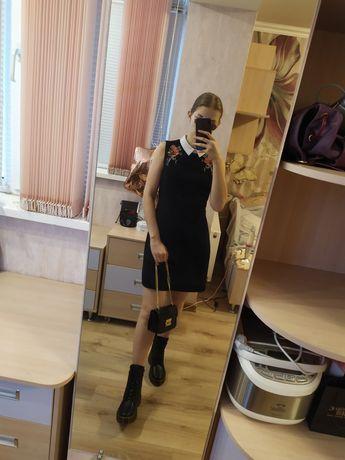 Платье школьное с воротником и вышивкой