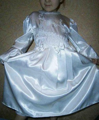 Красивое стильное атласное платье на праздник, 5-6-7 лет,отл.состояние