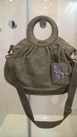 torebka damska o ciekawym fasonie