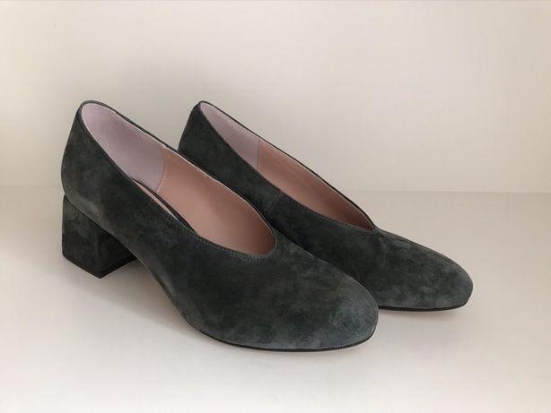Новые замшевые туфли изумрудного цвета