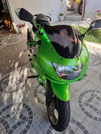 Kawasaki ninja zr 900