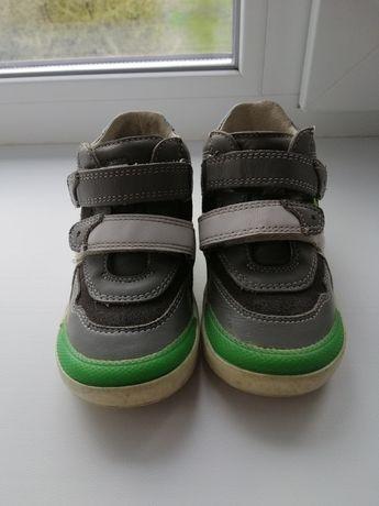 Продам кроссовки для мальчика Bartek