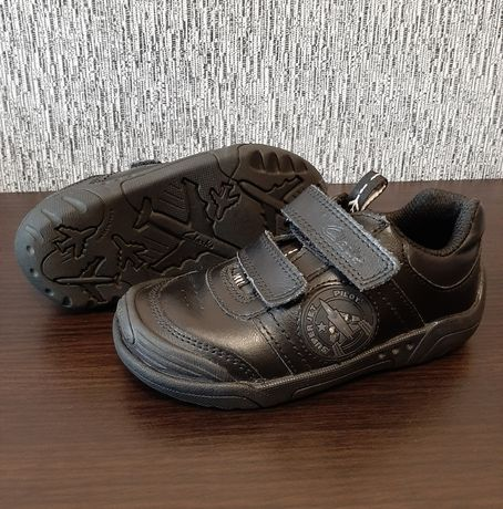 Clarks демисезонные кроссовки из натуральной кожи, мигают р.24