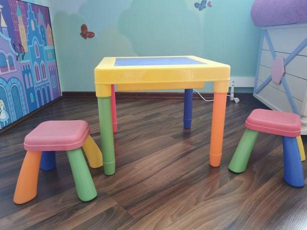 Детский стол с двумя стульями и конструктором