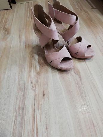 Buty na paski pudrowy róż