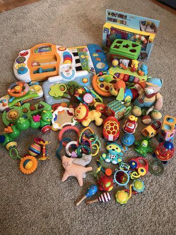 Развивающие игрушки от 0-2лет 2 коробки, цена за все