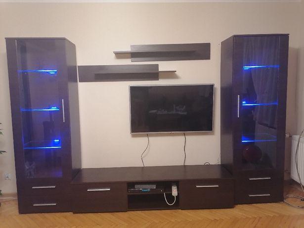 Zestaw dwóch witryn wraz z komoda pod tv z podwietleniem