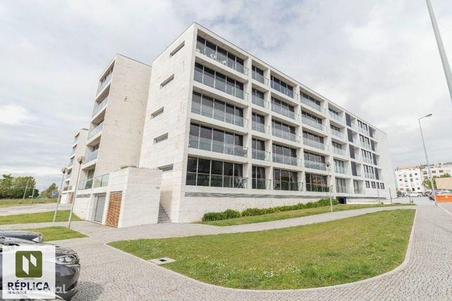 Apartamento T3, com 2 lugares de garagem e varanda, Edifício Leça Park