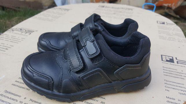Продам дитячі туфлі кларк.