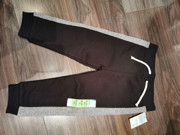 Spodnie dresowe dla chłopca Primark r. 92