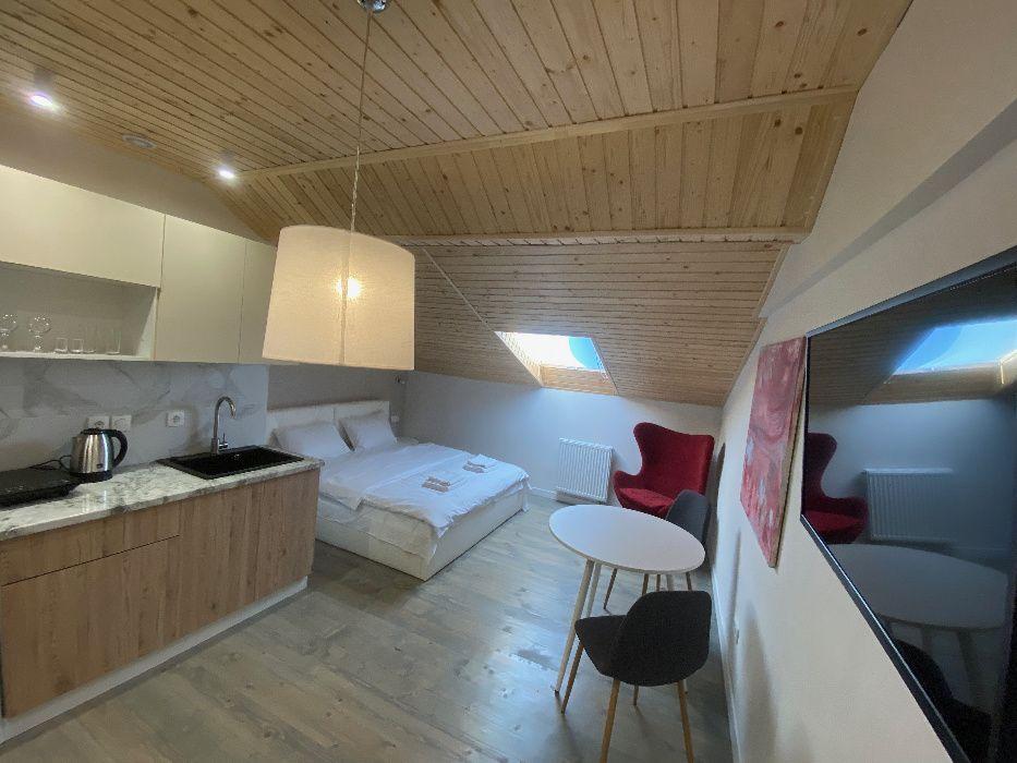 Апартаменти після ремонту, все нове, центр Львова на Площі Ринок.-1