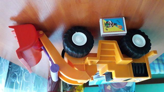 Трактор игрушка пластмассовый