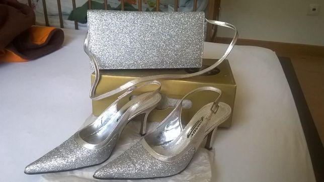 Conjunto elegante mala e stilettos prata glitter