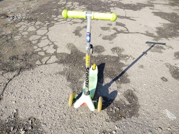 Детский трехколесный самокат Scooter б/у