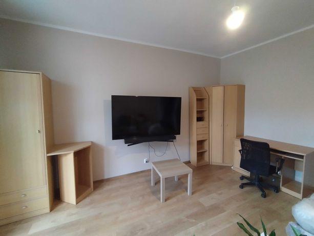 Zestaw mebli - szafa, biurko, regał, krzesło