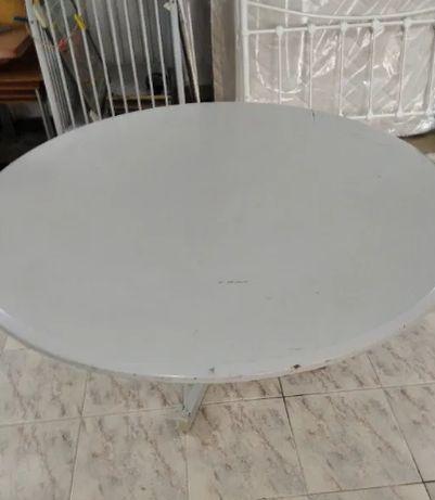 Mesa redonda com pés em metal 1,20m de diâmetro e 0.70m de altura