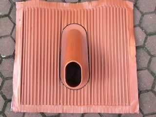 Przejście dachowe do fotowoltaiki lub masztu