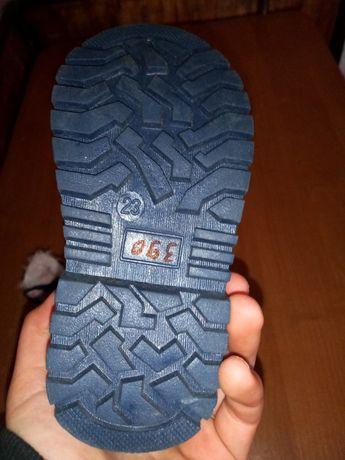 Продам Новые ботинки на девочку