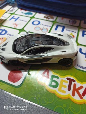 Машинка  металева (біла)