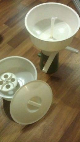 Сепараторы молочные с маслобойкой ручной
