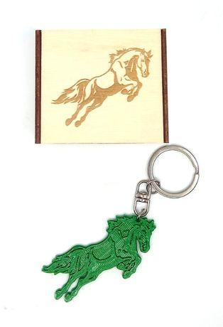 Brelok 3D koń zawieszka + drewniane pudełko
