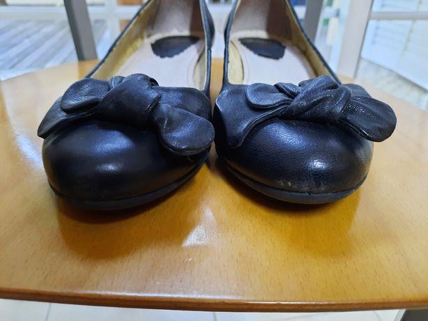 Sapatos com salto da Bata