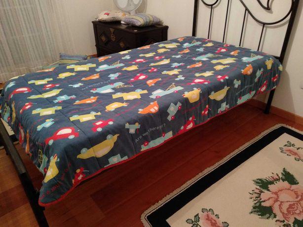 Vendo cama de solteiro em ferro , nunca foi usada.