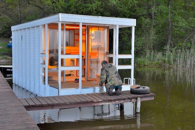 Houseboat., hausboot, pływający domek, domek na wodzie