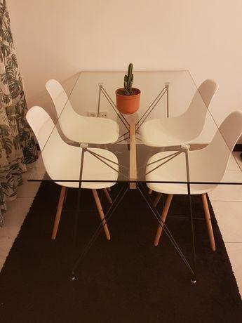 Mesa tampo vidro pernas metal.160×90×77 Conjunto de 4 cadeiras brancas
