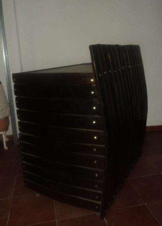 Mesa /balcão com prateleiras