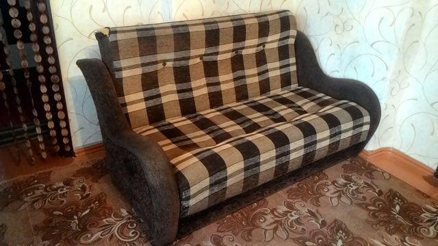 Продам раскладывающийся диван.Самовывоз.