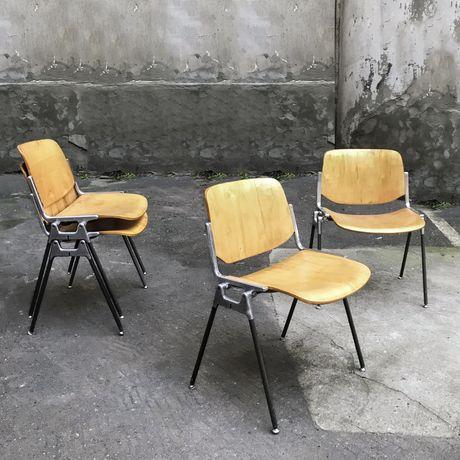 4 włoskie sztaplowane krzesła Piretti castelli sklejka mid century