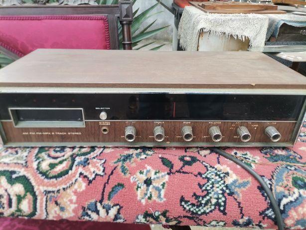 Rádio/leitor de cartuchos antigo