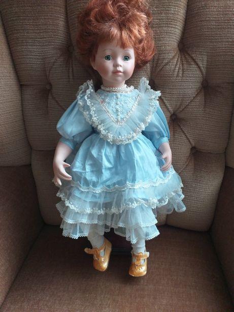 Rudzielec ,lalka z porcelany z sygnaturą.