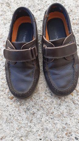 Sapato vela em pele castanha