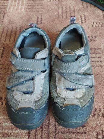 Продам кроссовки- туфли Clarks на мальчика