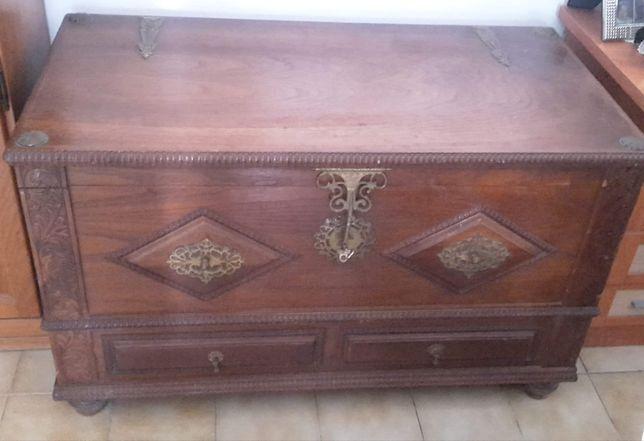 Arca / Bau antiga, em madeira